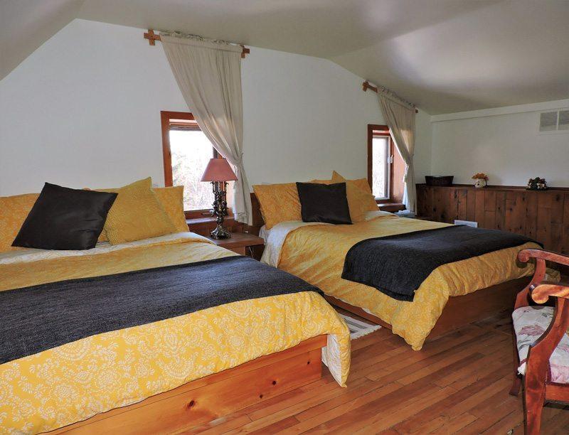 Chambre supérieure à deux lits doubles